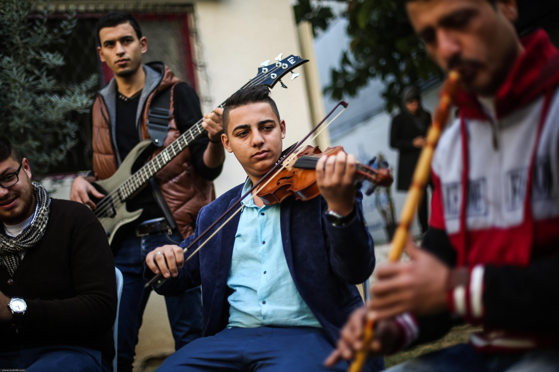 """فرقة """"دواوين"""" الفلسطينية تحيي الفن الملتزم من جديد"""