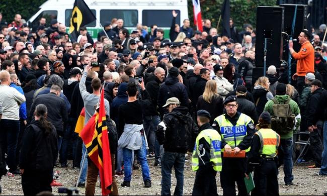 ألمانيا: عصابات اليمين المتطرف تهاجم اللاجئين بكولونيا