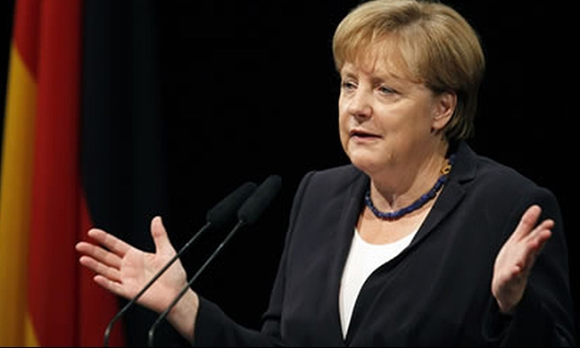 ميركل: أوروبا معرضة للخطر بسبب اللاجئين