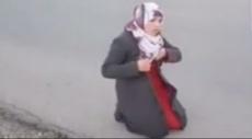 جنود الاحتلال يجبرون فلسطينية على خلع معطفها بطريقة مهينة