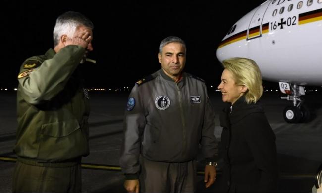 زيارة تفقدية لوزيرة الدفاع الألمانية لقاعدة إنجرليك الجوية