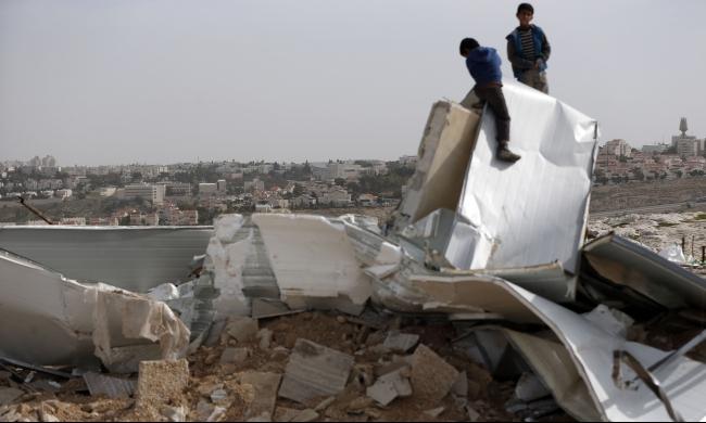 القدس: الاحتلال يهدم 4 منازل في العيزرية