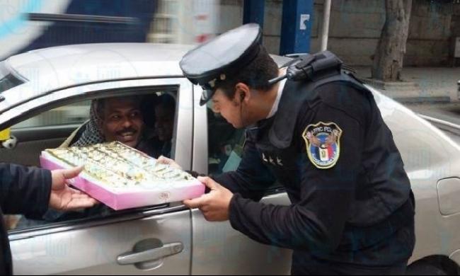 الصحف المصرية: شيكولاتة الشرطة بدلا من المتظاهرين
