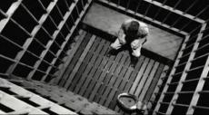 عزل 4 أسرى 3 بينهم أشقاء في سجن نفحة