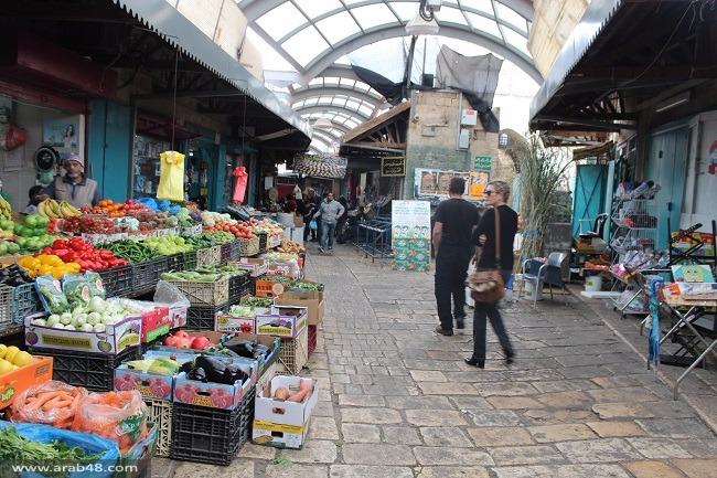 تجارُ سوق عكا يبكون حال البلدة القديمة