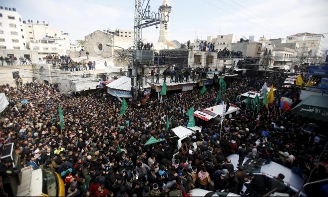 غزّة: رجال الأنفاق يُوارون الثرى في بمشاركة الآلاف