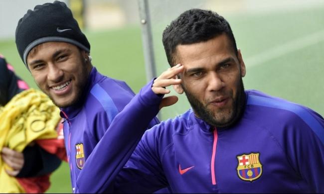 ألفيس يهدد برشلونة بالرحيل بسبب نيمار!