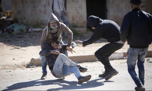 عشرات الإصابات بالرصاص والغاز بمواجهات مع الاحتلال بالضفة وغزة
