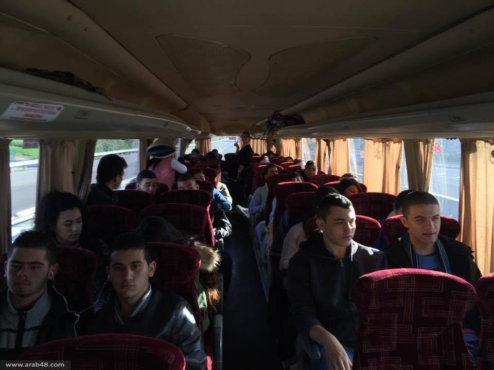 المئات في حافلات اتحاد الشباب إلى جامعة تل أبيب