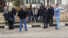معتصمون يغلقون مقر الصليب الأحمر: أنقذوا القيق