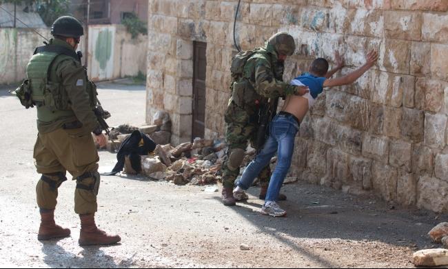 450 طفلًا فلسطينيًا قاصرًا في سجون الاحتلال