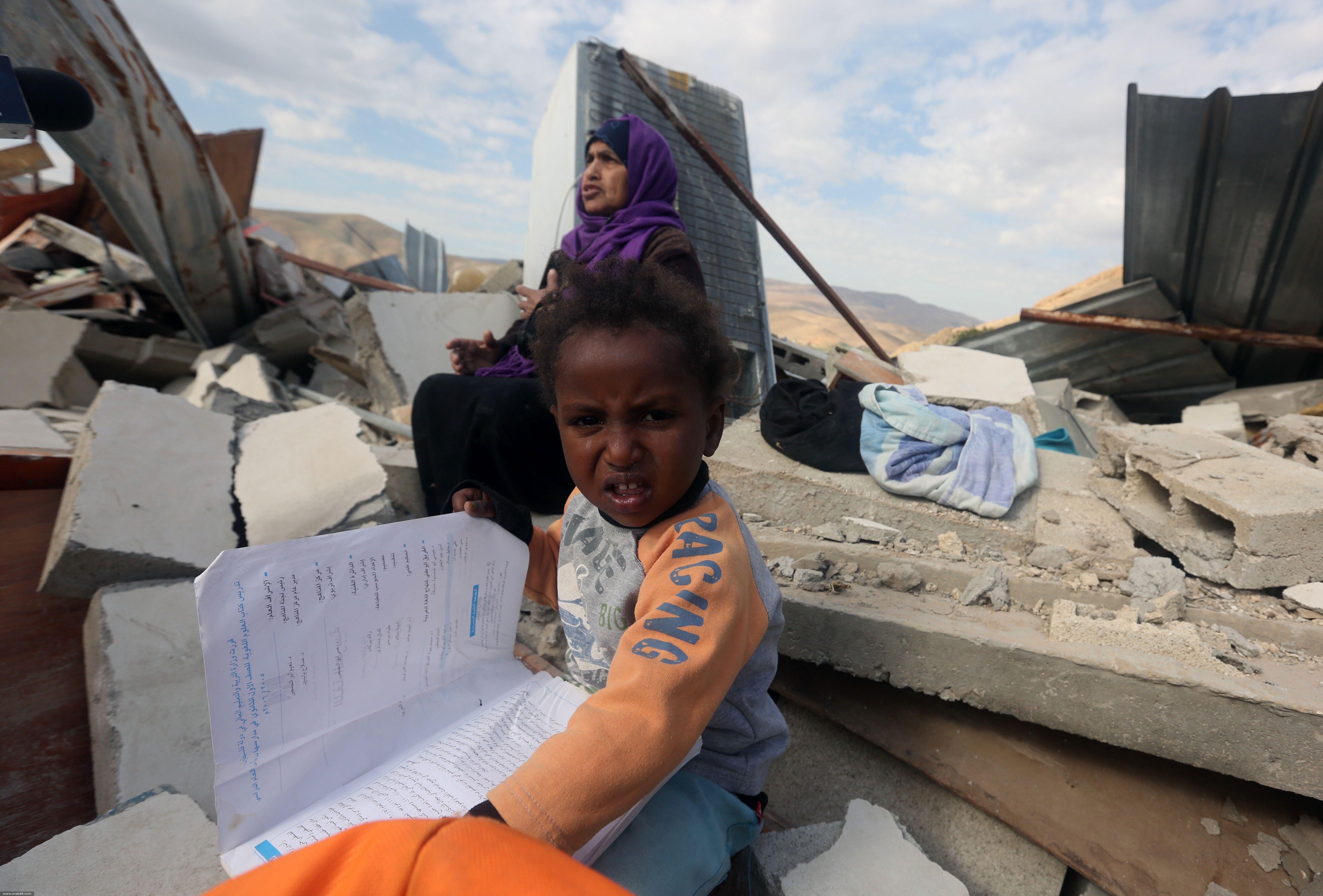 الاحتلال يهدم بيوتًا سكنيّة في الأغوار والخليل