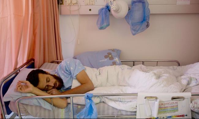 نادي الأسير: التماس للعليا لنقل الأسير القيق لمشفى فلسطيني