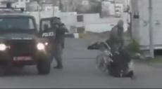 فيديو: الاحتلال يعتدي على فلسطيني معاق جسديا