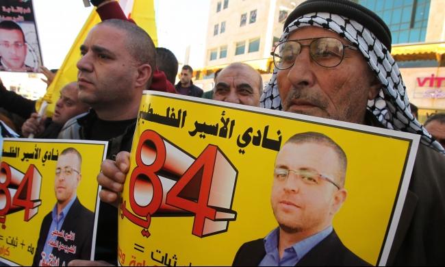 4 أسرى يخوضون إضرابًا عن الطعام
