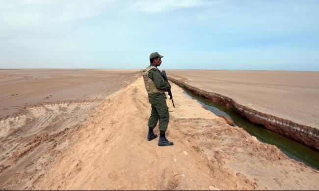 ليبيا تسلم تونس 5 مواطنين كانوا بصدد الانضمام لداعش