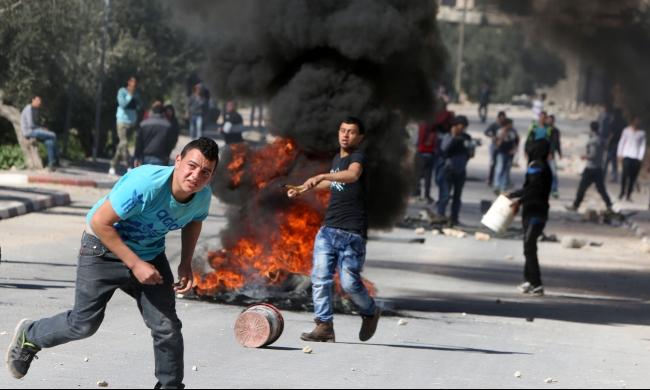 تحليل: إسرائيل تحاول منع تحول الهبة لانتفاضة مسلحة واسعة