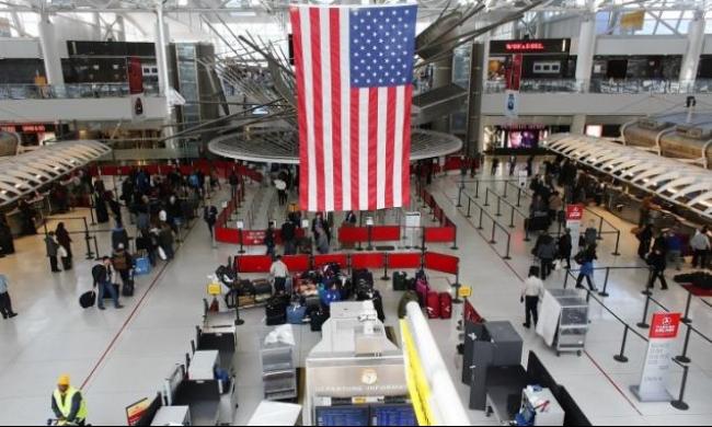 الولايات المتحدة تعلن توقفها عن الفحوص الطبية في المطارات