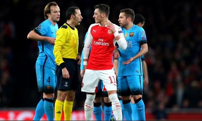 فيديو: حقيقة الخلاف بين لاعب برشلونة وآرسنال!