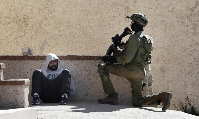 قوات الاحتلال: اعتقالات ومعاينة بيت ممدوح عمرو قبل الهدم