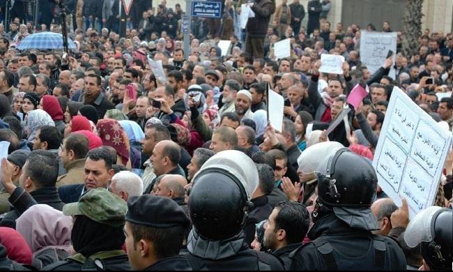 إضراب في مؤسسات غزة ومدارس الضفة الغربية