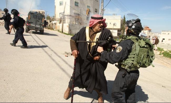 الخليل: قمع تظاهرات الذكرى الـ 22 لمجزرة الحرم الإبراهيمي