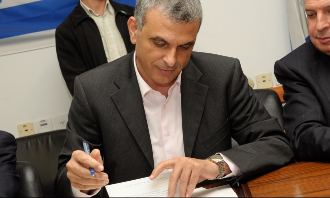 إسرائيل تحرر نصف مليار شيكل للسلطة الفلسطينية