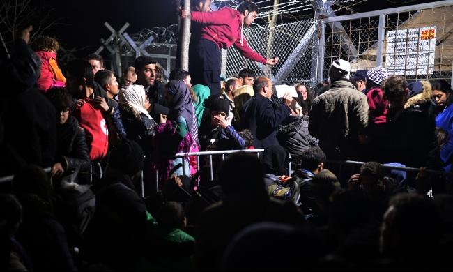 ميركل ترفض غرق اليونان بفوضى بسبب أزمة اللاجئين