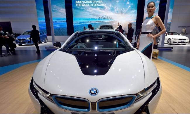 BMW i8 السيارة الرياضية الأكثر مبيعا في العالم