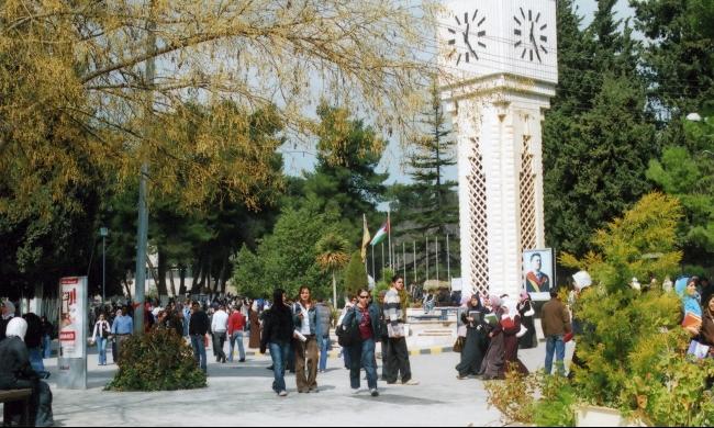 طلاب الجامعة الأردنية يعتصمون رفضًا لرفع القسط الجامعي