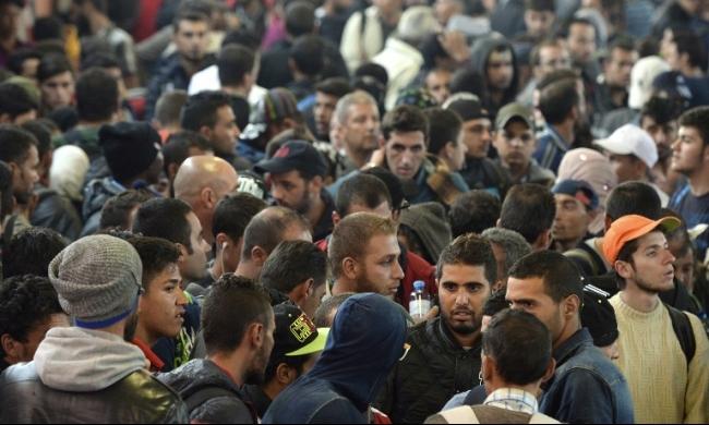 إغلاق مراكز استقبال اللاجئين بالمجر