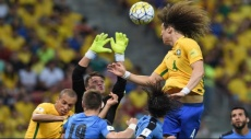 تعادل بين البرازيل وأوروغواي بهدفين لكل منهما