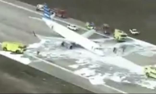 شاهد: اللحظات المرعبة لهبوط طائرة بدون عجلاتها