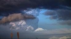 ألاسكا: أعمدة الرماد البركانية تغطي السماء