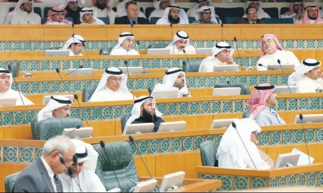الكويت تسحب الإقامة من 60 لبنانيًا