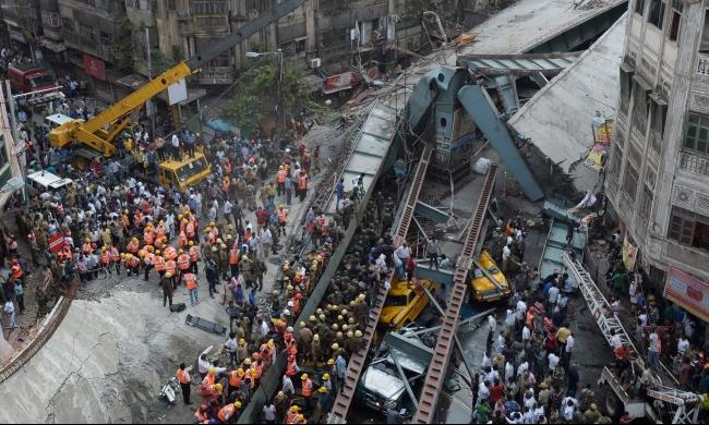الهند: 15 قتيلا وأكثر من 100 جريح بانهيار جسر