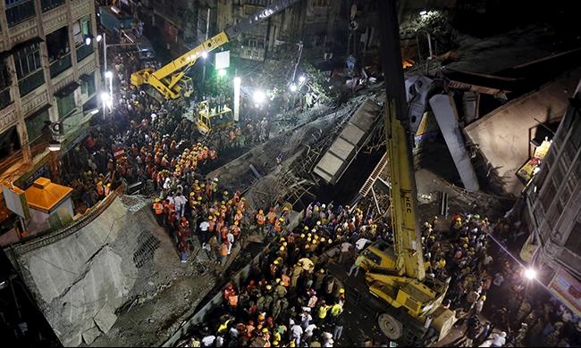 الهند: ارتفاع عدد ضحايا انهيار جسر إلى 24