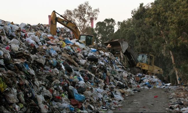 لبنانيون يهاجرون إلى سورية هربًا من النفايات!