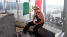 ردًا على عنصريته.. رفع العلم المكسيكي فوق برج ترامب