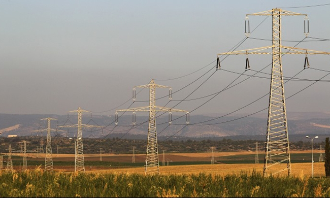 مسؤول فلسطيني: تجميد تقليص تزويد الضفة بالكهرباء