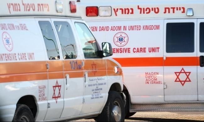 كفر قاسم: إصابة حرجة لعامل فلسطيني سقط من علو
