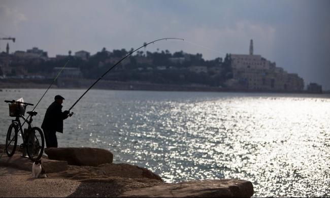 يافا: أمواج العنصرية تلاحق الصيادين العرب