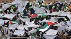 """الاحتلال يزعم """"معاقبة"""" اثنين من جنوده حرقا العلم الفلسطيني"""