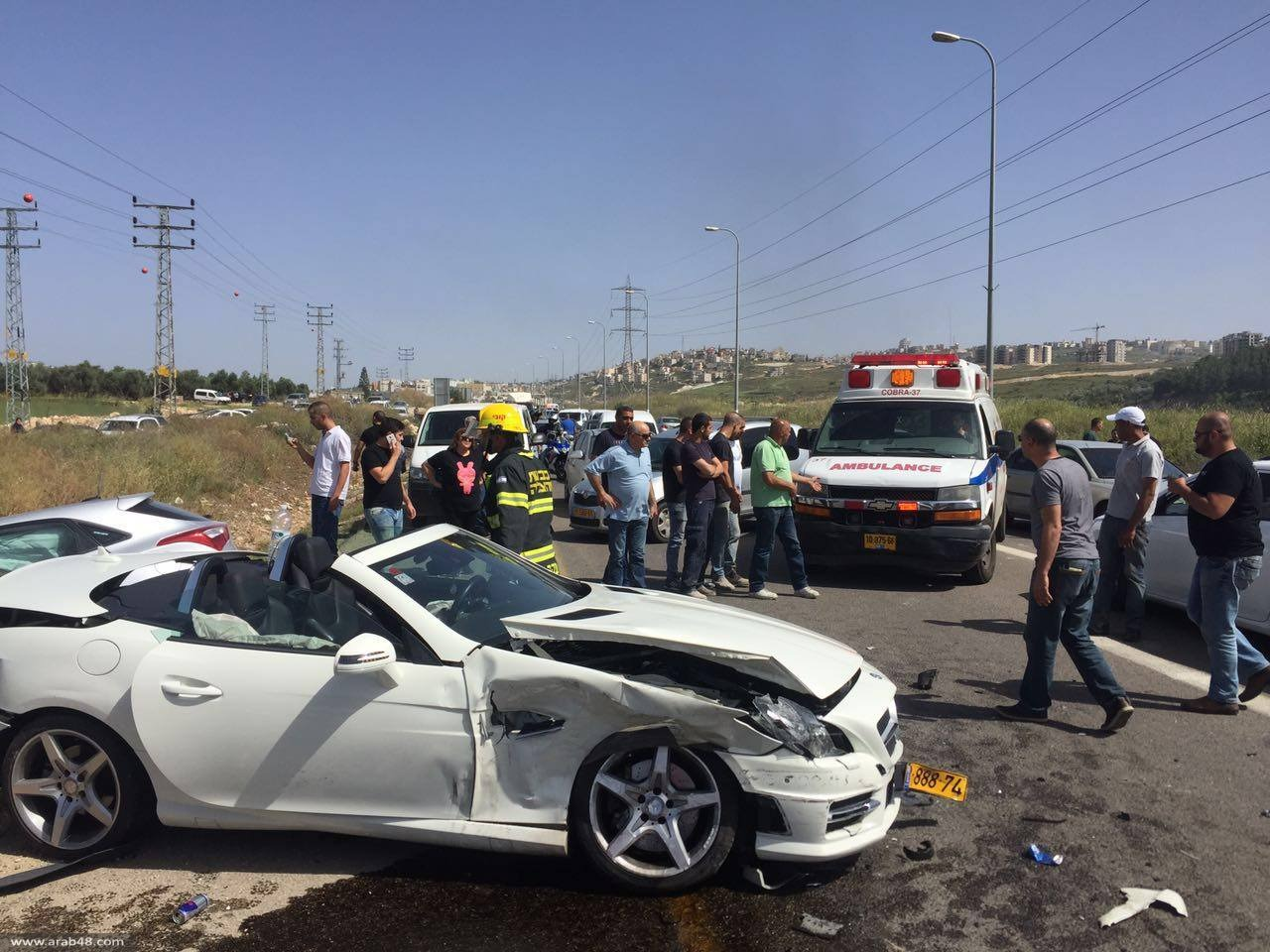 عيلوط: 9 إصابات في تصادم 3 مركبات ودراجة نارية