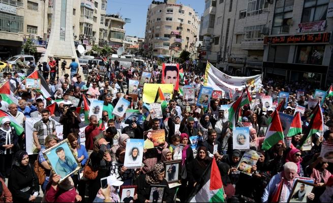 """مسيرات في الضفة وغزة إحياء لـ""""يوم الأسير الفلسطيني"""""""