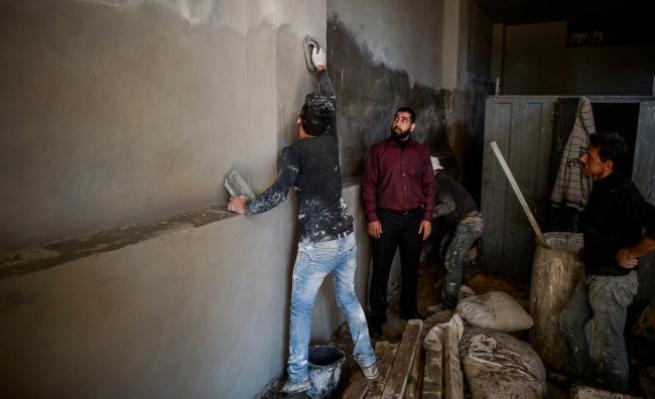 أسرى سابقون ينتشلون عائلات فلسطينية من الفقر