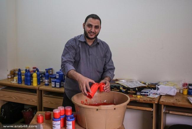 """غزة: """"السحّار"""" يصنع ألوان الرسم من """"لا شيء"""""""