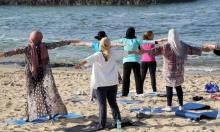 """""""يوغا"""" على شاطئ طرابلس"""