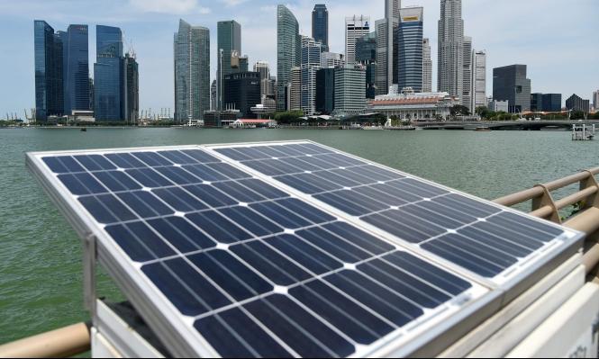 آلة لتنقية المياه تعمل بالطاقة الشمسية