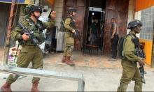 الضفة الغربية: حملة اعتقالات تطال 12 فلسطينيًا